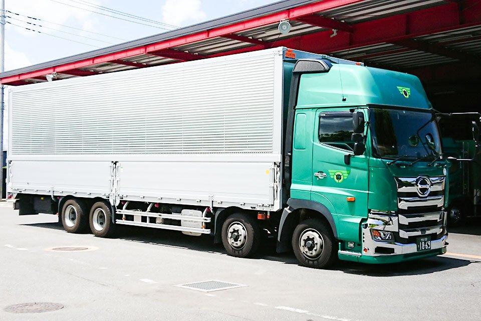 大型トラックドライバーの仕事内容や将来性、シニア世代が転職する際に注意すべきこと